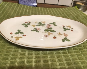 Small Wedgwood Wild Strawberry platter