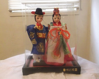 Traditional Custom Attire Asian Oriental Korean Couple dolls figurine in outer protective case