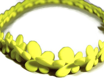 Yellow color fluorescent flower beaded beads Crafts Jewelry Beads Eagles Jewellery Jewelry Supplies Charms Pack 50 unit
