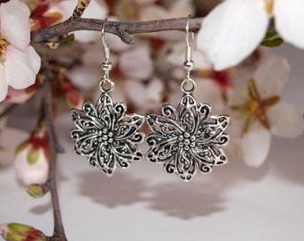 Silver earrings Flower dangle earrings Charms jewelry Round earrings Gift for girlfriend For her Everyday jewelry Floral earrings