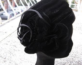 Vintage 1960s black velvet hat