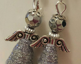 Earrings from paper beads
