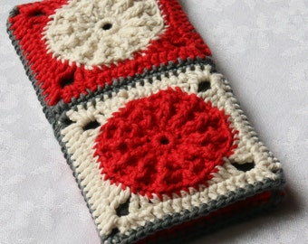 Smartphone Case crocheted out of Granny Squares