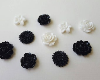 Black and white floral cabochon set (10 pieces, assorted sizes)