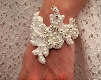 Lace appliqué embellished bridal cuff, Wedding lace appliqué embellished cuff, Lace bridal bracelet, lace wedding bracelet, wedding cuff