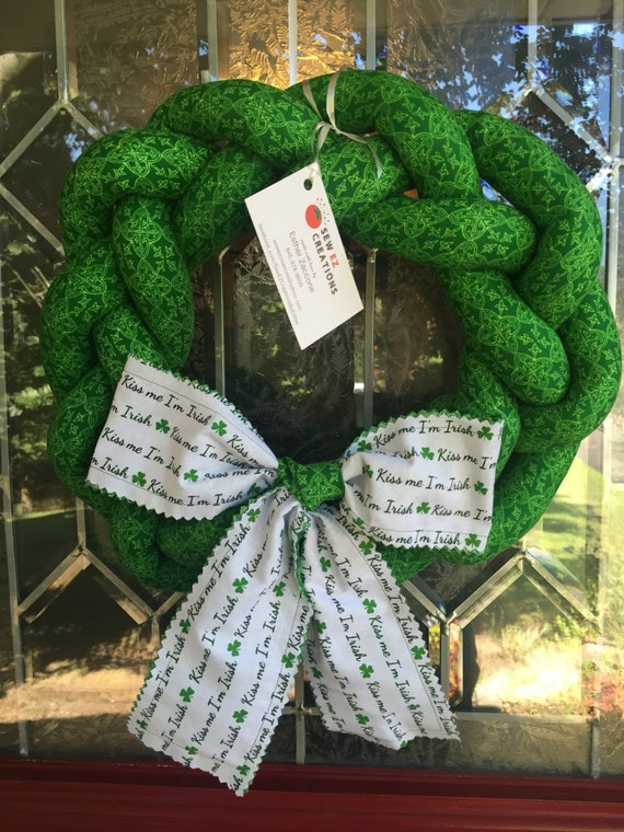 Kiss me celtic wreath door decorations irish home decor for Irish home decorations