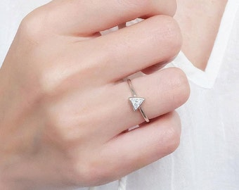 classic solitaire triangle ring, geometric ring, triangle, silver triangle ring, minimalist ring, triangle rings, geometric jewelry