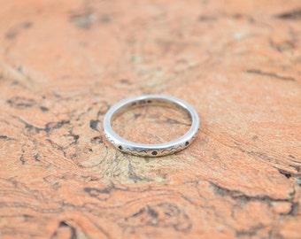 Zig Zag Patterned Band Ring Size 9 Sterling Silver 2.8g Vintage Estate