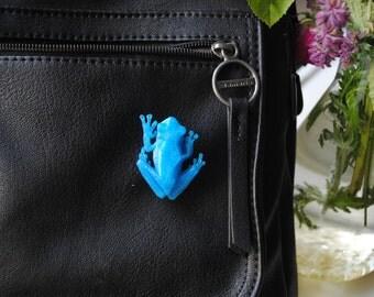 blue tree frog - 3D printed polygonal brooch