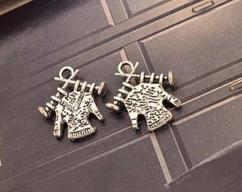 20 antique silver knitted sweater charms knitting jumper charm pendant pendants  (L05)