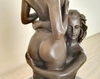 Bronze sculpture 'The embrace'