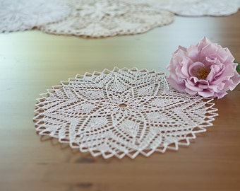 Round white hand knitted doily from Poland 29 cm (ca. 11.4in)