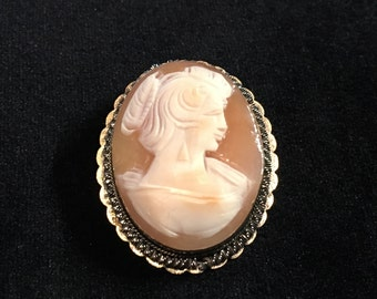 Old Antique Vintage Hand Carved Shell Cameo Brooch of Victorian Woman