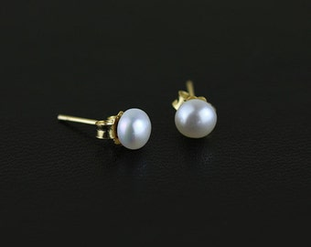 Natural pearl earrings with 18k gold stud