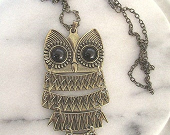 Vintage style owl pendant necklace bronze tone with chain.
