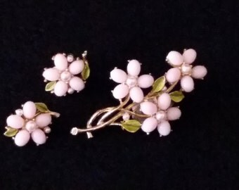 """Set of Delicate Vintage 1960's """"ART"""" signed Pin and Earrings"""