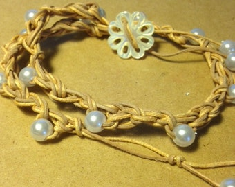 PEARLS AND LEATHER bracelet