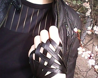 Gloves,gloves made of faux leather,stilish gloves