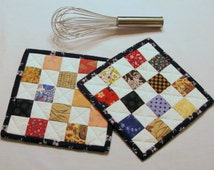 POT HOLDERS/Hot Pads/Quilted/Insulated/Oven Mitt/Trivets/Coasters/Baking Mitt/Cooking Mitt/Patchwork/Postage Stamp Quilt -- Set of 2
