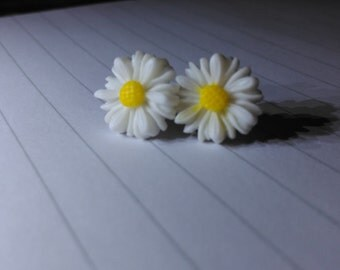Daisy Stud Earrings Pink and White