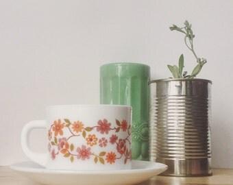 Arcopal 'Scania' tea cups with saucers