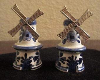 Delft Blue and White china Windmill Salt and Pepper shakers with Metal Blades that turn! Great reminder of Holland or unique for collector!