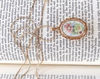 RARE Luzier Solid Perfume Locket Necklace // Floral Perfume Pendent // Luzier Flower Perfume Locket
