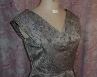 A pretty dress vintage 50s/60s