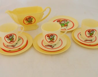Keebler Elf Toy Dish Set Cups Plates Teapot  11 Pieces  (320)