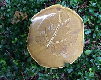 Plate with fig leaf impression