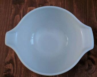 Vintage spring green Pyrex bowl
