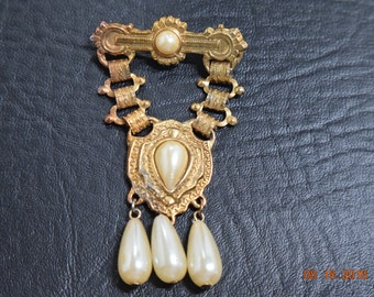 Vintage Faux Pearl Gold Tone Broach