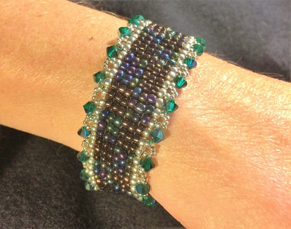 NO 76 Crystal and glass beaded bracelet