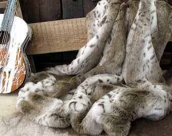 Luxurious Beige Lynx Faux Fur bed or Sofa Throw with ivory faux-suede lining in a range of sizes