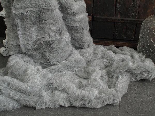 Fr ne clair gris simili fourrure jeter pour lit ou canap avec for Canape daim gris