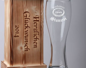 Engraved wheat beer glass in flamed engraved wooden box