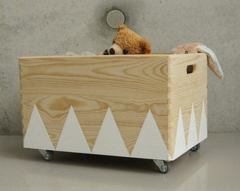 Wood toy box roll triangle Scandinavian