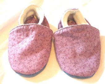 Filled slippers, size 22, purple floral