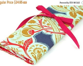 Sale 25% OFF Large Knitting Needle Case Organizer - Flourish Jester - 30 Red Pockets for All Sizes
