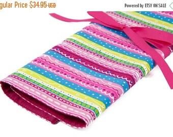 SALE Large Knitting Needle Case Organizer - Secret - 30 pink pockets for all sizes or paint brushes