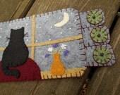 Cat Fiber Art, Black Cat Fabric Coaster, Wool felt penny rug, Drink Coaster, Moon and stars art