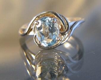 Love Knot - Blue Topaz gemstone ring