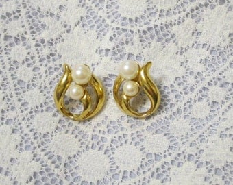 Vintage Double Pearl Gold Toned Post Pierced Earrings 90's Glam