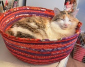 Cuddly cat snuggle bed - Red and Purple