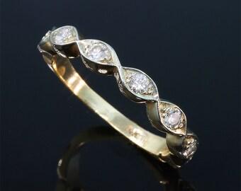 Vintage! 14K Gold Wedding Ring with .35 tcw Diamonds