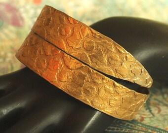 SALE Wide Gold SMASHED aluminum metal knitting needle Bangle.. fun vintage boho GYPSY style bracelet