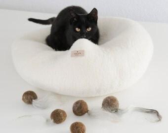 Cat Toy / Felt Ball / Wool