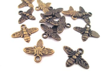 12 honey bee charm pendants, brass plated 15x13mm G126