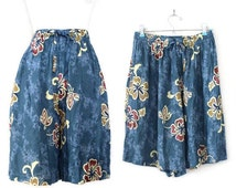 SALE Vintage 90s High Waisted Hawaiian Print Women's Culottes - Beachy Blue Crinkle Rayon Tropical Women's Shorts - Size Small