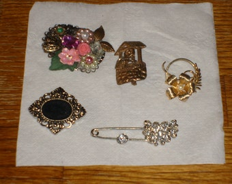 Mixed lot of both handmade and vintage brooches